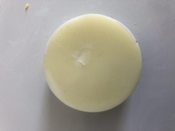 pale yellow wax melt