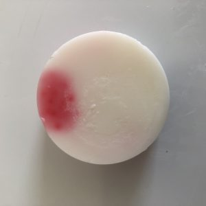 white wax melt wih pink detail